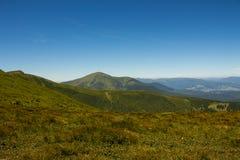 Τοπίο των βουνών και του φυσικού πράσινου δάσους βουνών Στοκ Εικόνα