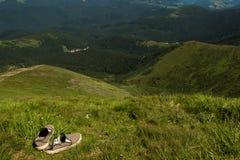 Τοπίο των βουνών και του φυσικού πράσινου δάσους βουνών Στοκ Φωτογραφίες