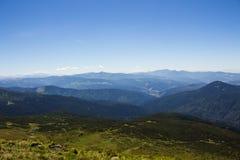 Τοπίο των βουνών και του φυσικού πράσινου δάσους βουνών Στοκ εικόνα με δικαίωμα ελεύθερης χρήσης