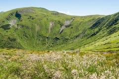 Τοπίο των βουνών και του φυσικού πράσινου δάσους βουνών Στοκ Εικόνες