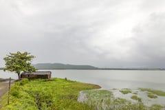 Τοπίο των σειρών βουνών δυτικού Ghats στην κατάσταση Maharashtra κοντά στο φράγμα wakanda στην Ινδία στοκ εικόνες