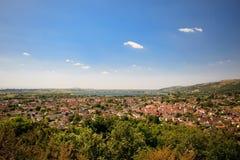 Τοπίο φαραγγιών τυριού Cheddar: άποψη δεξαμενών, απότομοι βράχοι και μια πόλη από την αιχμή απατεώνων, Somerset, Αγγλία Στοκ εικόνες με δικαίωμα ελεύθερης χρήσης