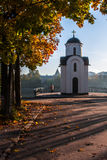 Τοπίο φθινοπώρου με την εκκλησία στοκ φωτογραφίες με δικαίωμα ελεύθερης χρήσης
