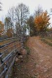 Τοπίο φθινοπώρου με τη διάβαση πεζών Στοκ εικόνες με δικαίωμα ελεύθερης χρήσης