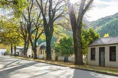 Τοπίο φθινοπώρου της ιστορικής πόλης σε Arrowtown, Νέα Ζηλανδία Στοκ Εικόνες