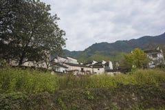 Τοπίο φθινοπώρου του χωριού hongcun, yixian νομός, huangshan, anhui στοκ φωτογραφίες