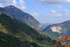Τοπίο φύσης βουνών στην Ιταλία Στοκ Εικόνα