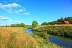τοπίο φύσης με μια άποψη του μικρού ποταμού Στοκ Φωτογραφία