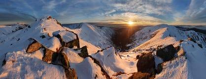 Τοπίο χειμερινών βουνών πανοράματος - Σλοβακία, χαμηλό Tatras Στοκ Εικόνες
