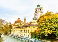 Τοπίο arround Muellersches Volksbad φθινοπώρου στο Μόναχο Στοκ Φωτογραφία