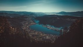 Τοπίο Cinematic του Villach, πόλη στην Αυστρία στοκ εικόνες