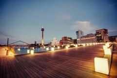 Τοπίο Dyusildorf πόλεων νύχτας Λιμάνι MEDIA Γερμανία Μαλακό lig Στοκ Φωτογραφίες