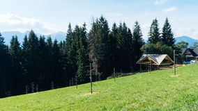 Τοπίο Guesthouse και βουνών σε Zakopane Στοκ φωτογραφία με δικαίωμα ελεύθερης χρήσης