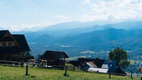 Τοπίο Guesthouse και βουνών σε Zakopane Στοκ Φωτογραφία