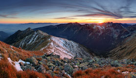 Τοπίο Tatra φθινοπώρου ηλιοβασιλέματος βουνών, Σλοβακία Στοκ εικόνα με δικαίωμα ελεύθερης χρήσης