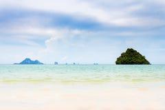 Τοπίο thara AO nopparat της παραλίας θάλασσας στο krabi Ταϊλάνδη Στοκ Φωτογραφίες