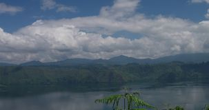 Τοπίο Toba της λίμνης απόθεμα βίντεο