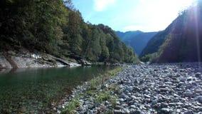 Τοπίο Valle Verzasca στα ελβετικά όρη φιλμ μικρού μήκους