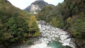 Τοπίο Valle Verzasca στα ελβετικά όρη απόθεμα βίντεο