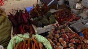Τοπικά αγαθά στην αγορά της Κυριακής απόθεμα βίντεο