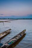 Τοπικές βάρκες longtail στον ποταμό Kong, Ταϊλάνδη στοκ φωτογραφίες