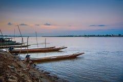 Τοπικές βάρκες longtail στον ποταμό Kong, Ταϊλάνδη στοκ φωτογραφίες με δικαίωμα ελεύθερης χρήσης