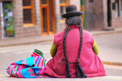 Τοπική συνεδρίαση γυναικών Plaza de Armas σε Cusco, Περού Στοκ Εικόνες