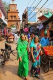 Τοπικοί άνθρωποι που περπατούν μέσω της αγοράς οδών σε Fatehpur Sikri, Ut Στοκ φωτογραφία με δικαίωμα ελεύθερης χρήσης