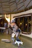 Τοπικοί εκθέτες χορού στην Τανζανία, μια αυθεντική ρύθμιση Στοκ Φωτογραφία