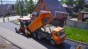 Τοποθέτηση ασφάλτου Τοπ άποψη οδικού έργου φιλμ μικρού μήκους