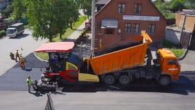Τοποθέτηση ασφάλτου Τοπ άποψη οδικού έργου απόθεμα βίντεο