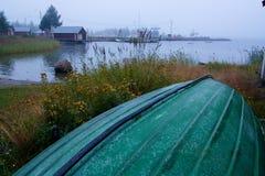 Τοποθέτηση βαρκών που ανατρέπεται δίπλα στην παραλία Στοκ φωτογραφία με δικαίωμα ελεύθερης χρήσης