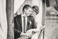 Τοποθέτηση γαμήλιων ζευγών στην αποβάθρα στοκ φωτογραφίες