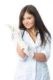 τοποθέτηση γαντιών γιατρών & Στοκ εικόνα με δικαίωμα ελεύθερης χρήσης