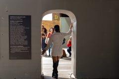 Τοποθέτηση γυναικών για τη φωτογραφία Στοκ φωτογραφία με δικαίωμα ελεύθερης χρήσης