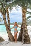 Τοποθέτηση κοριτσιών στην τροπική παραλία Saona στοκ εικόνες