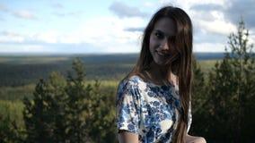 Τοποθέτηση κοριτσιών στο δάσος φιλμ μικρού μήκους