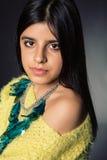 Τοποθέτηση κοριτσιών Brunette Στοκ Φωτογραφίες