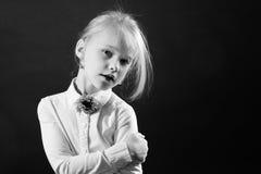 Πορτρέτο του νέου κοριτσιού Στοκ εικόνα με δικαίωμα ελεύθερης χρήσης