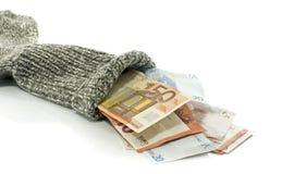 τοποθέτηση των χρημάτων στην κάλτσα στοκ φωτογραφία