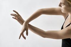 Τοποθέτηση χορευτών μπαλέτου στο στούντιο Στοκ εικόνα με δικαίωμα ελεύθερης χρήσης