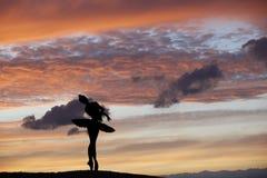 Τοποθέτηση χορευτών μπαλέτου κατά τη διάρκεια του ηλιοβασιλέματος Στοκ Εικόνες
