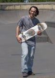 Τοποθέτηση Hunk με skateboard του Στοκ Εικόνες