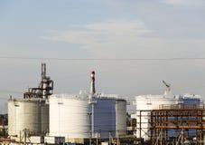Τοποθετήστε σε δεξαμενή τον κάθετο χάλυβα Ικανότητες για την αποθήκευση του πετρελαίου, της βενζίνης, της κηροζίνης, του diesel κ στοκ φωτογραφία με δικαίωμα ελεύθερης χρήσης