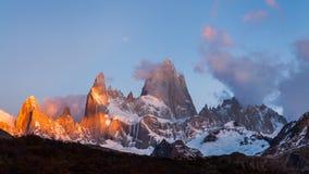 Τοποθετήστε τη Fitz Roy στην αυγή Αργεντινή, Παταγωνία απόθεμα βίντεο