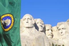 Τοποθετήστε το εθνικό μνημείο Rushmore με τη σημαία, κοντά στη γρήγορη πόλη, νότια Ντακότα Στοκ εικόνα με δικαίωμα ελεύθερης χρήσης