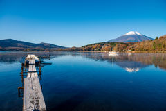 Τοποθετήστε το Φούτζι και τη λίμνη Yamanaka στοκ εικόνα