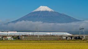 Τοποθετήστε το Φούτζι και το τραίνο σφαιρών Shinkansen Στοκ Εικόνα