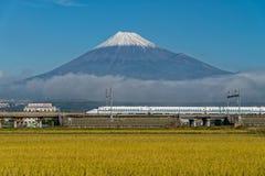 Τοποθετήστε το Φούτζι και το τραίνο σφαιρών Shinkansen Στοκ Εικόνες