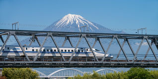 Τοποθετήστε το Φούτζι και το τραίνο υψηλής ταχύτητας Στοκ Εικόνες
